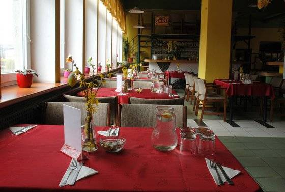 stoly v reštaurácii rondel